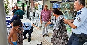 Manavgat'ta dilenci iki kadın ortalığı birbirine kattı