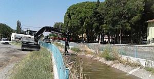 Manisa'da tahliye kanallarında temizlik