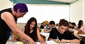 Muratpaşa ODTÜ Gençlik Parkı'nda 200 öğrenciye ingilizce dersi