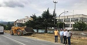 Osmaneli'de şehir içi bölünmüş yolda sıcak asfalt çalışmaları devam ediyor