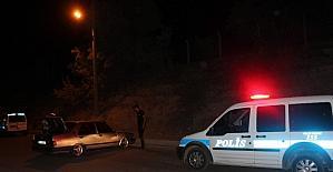 Polis ekipleri kaza yerinde sürücü aradı