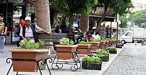 Salihli'de Sevgi Yolu çiçeklerle donatıldı