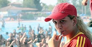 'Taciz timi' havuz başında