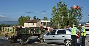 Tokat'ta otomobil ile traktör çarpıştı: 5 yaralı