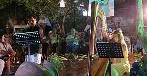 Antandros Derneği yararına arp ve flüt dinletisi