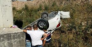 Araçla çarpışan otomobil köprüden uçtu: 3 yaralı
