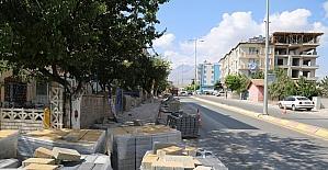 Aşık Seyrani Caddesinde yaya yolu çalışmaları devam ediyor