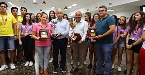 Başkan Karabağ, şampiyon sporcularla