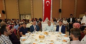 Başkan Karaosmanoğlu, Akademi Lise öğrencileriyle bir araya geldi
