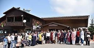 Başkan Üzülmez kadınlar kulübü toplantısına katıldı