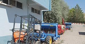 Bayburtlu çiftçilere makine parkı