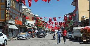 Cumhurbaşkanı Erdoğan için ilçe bayraklarla süslendi