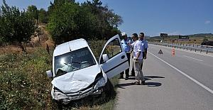 Düğün yolunda kaza: 3 yaralı