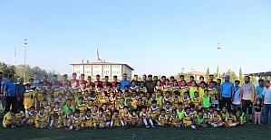 Emniyet Müdürü Alper'den sporcu çocuklara sürpriz