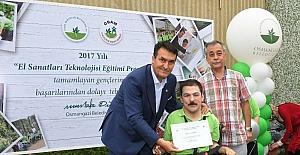 Engelli öğrencilerin sertifika heyecanı
