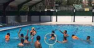 Engellilerden su topu maçı