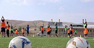 Gürpınar'da geleceğin futbolcuları yetişiyor