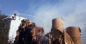 Halkalı'da kağıt fabrikasında yangın havadan görüntülendi