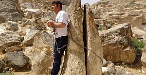 HDP'li Aslan kendini kayaya zincirledi