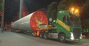 İzmir Fuarı'na 96 metrelik rüzgar tribünü getirildi