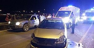 Karaman'da kamyonet ile otomobil çarptı