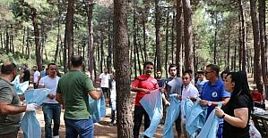 Kartal Belediyesi dernek üyeleri ile birlikte Aydos Ormanı'nı temizledi