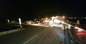 Kavşakta iki araç birbirine girdi: 5 kişi yaralandı
