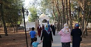 Kuran kursu öğrencileri Eyüp Nebi Türbesine götürüldü