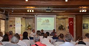 Kuşadası'nda 'Edebiyat ve Sinema İlişkisi' konulu panel düzenlendi