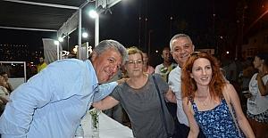 Kuşadası'nda ünlü yazarlar okurlarıyla buluştu