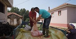 Manisa'da bir çiftçi karpuzdan pekmezi yaptı