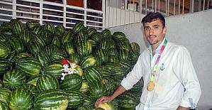 (Özel Haber) Dünya Şampiyonu oldu, karpuz sergisine koştu