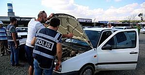 Polis oto pazarlarını didik didik aradı