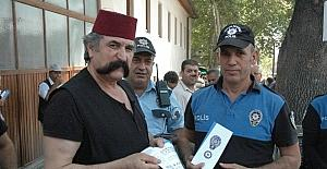 Polisten cami cemaatine Kurban Bayramı öncesi sahte para uyarısı