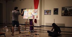 Sanatların ilişkisini arbane eşliğinde resim çizerek gösterdi
