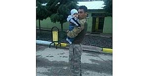 Şehit olan askerin acı haberi baba...