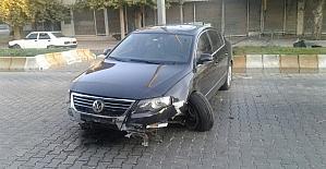 Sürücü kazadan yara almadan kurtuldu