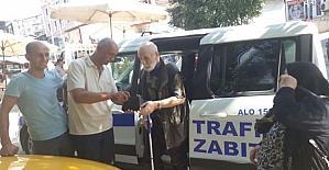 Taksici bulduğu cüzdanı sahibine teslim etti