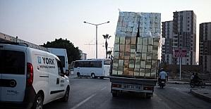 Tenekelerden kule taşıyan kamyonet korkuttu
