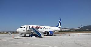Uçağın lastiği patladı, yolcular mağdur oldu