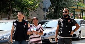Uyuşturucu satıcısı anne ile 2 çocuğu yakalandı