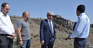 Vali Doğan, Anıtlar Kurulu üyelerini Seyir Tepe'ye davet etti