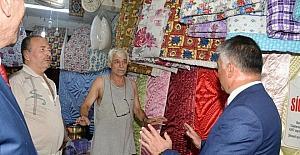 Vali Yazıcı, pazarcı esnafını ziyaret etti