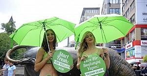 Vegan aktivistlerinden Kadıköy'de yarı çıplak eylem