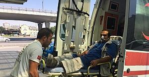 Yılanın ısırdığı işçi ambulansla hastaneye kaldırıldı