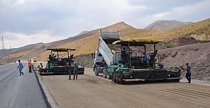 Yüksekova-Esendere yolu yenileniyor