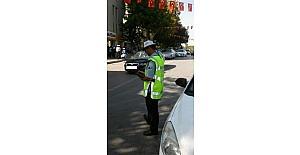 Aksaray'da yaya geçidine park eden polis aracına ceza yazıldı
