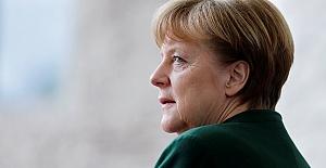 Almanya yine Merkel'e emanet
