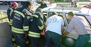 Virajı alamayan sürücü korkuluklara çarptı