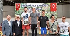 Atletler Mustafakemalpaşa'da koştu
